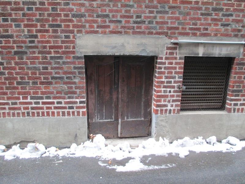 Ice box delivery door